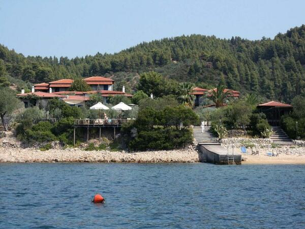 Skites Hotel and Bungalows